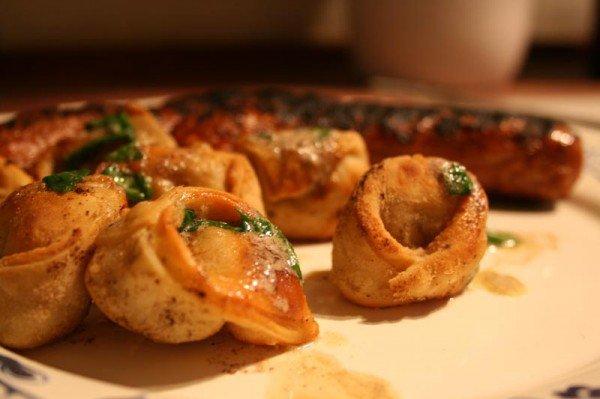 Stegte tortellini med ricotta og svampe