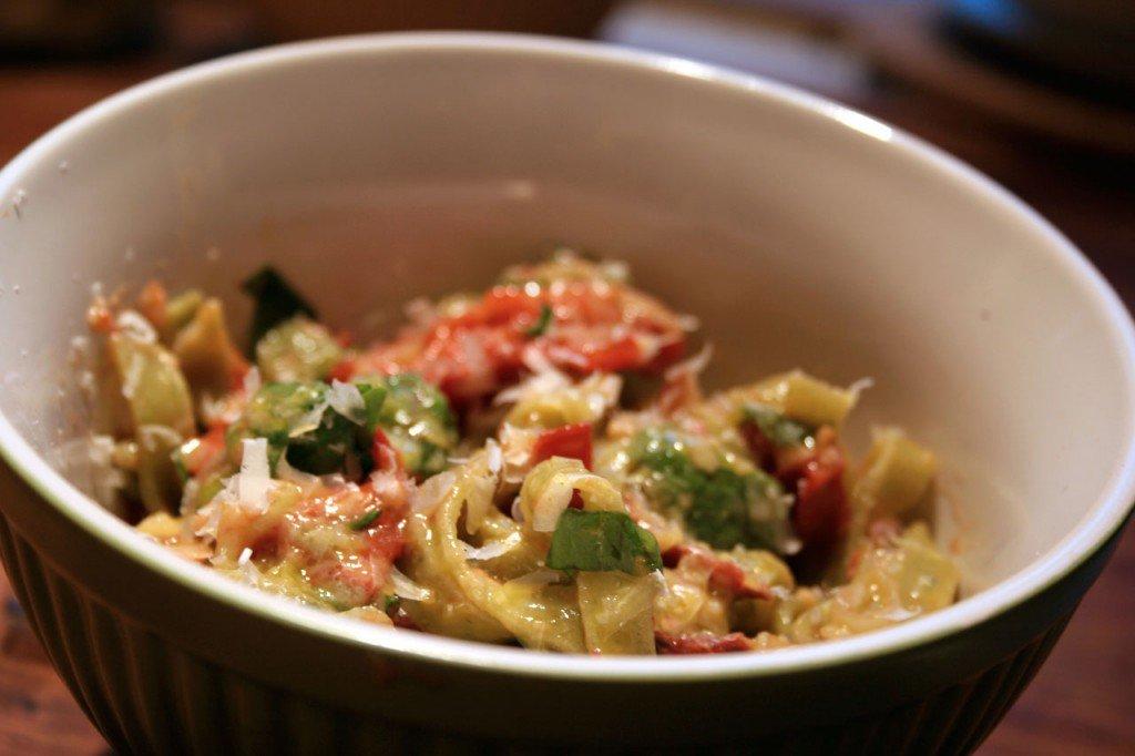 Pasta med tomat og hørøget rapsolie vinaigrette