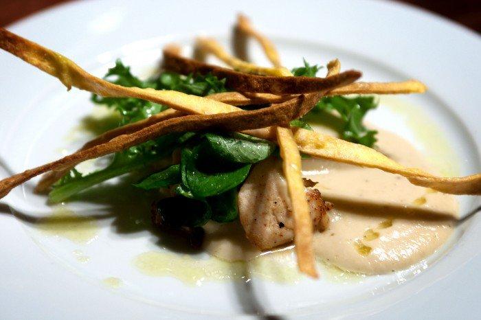Kyllingebryst sous vide med sprødstegt pasta og jordskokke sauce