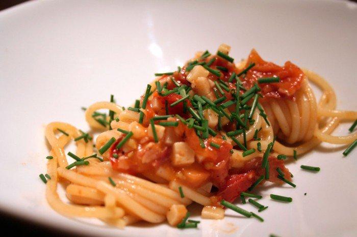Enkel tomatsovs med pasta