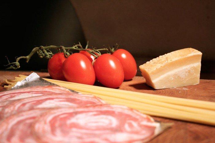 Tomater, pancetta, parmesan og pasta