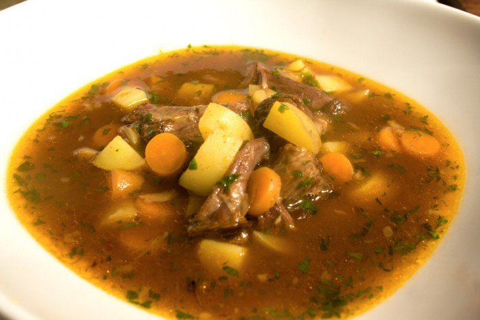 Grydeskeens oksehale suppe