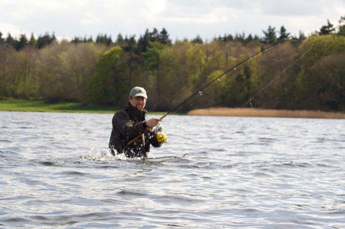 Kristian igang med at fange hornfisk