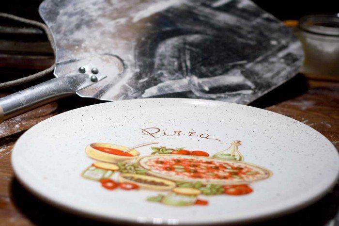 Pizza spade og tallerken