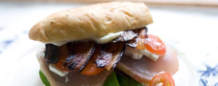 Sandwich med hamborgryg og (hjemmelavet) bacon