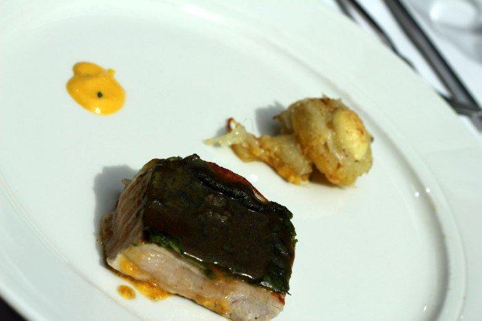 Den spanske hovedret. Svinekam med spinat - kartoffel ala importancia - gulerods orange pure