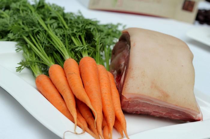 Kamsteg på ben og gulerødder