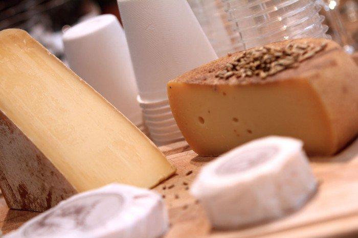 Skærebræt med Arla Unika oste