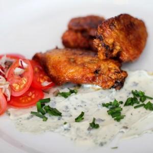 <b>Få mest ud af en frisk kylling - Afsnit 6, Buffalo wings med Saint agur (blå skimmel) og lille tomat...</b>