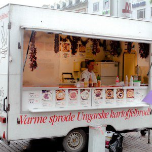 <b>Tonis Lngos ved Nrreport station - Ungarsk kartoffelbrd som streetfood</b>