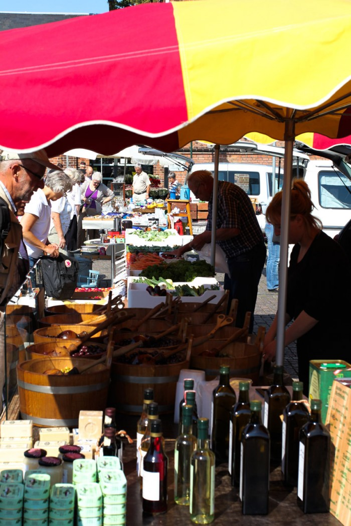 Oliven, eddiker og grønthandel i baggrunden