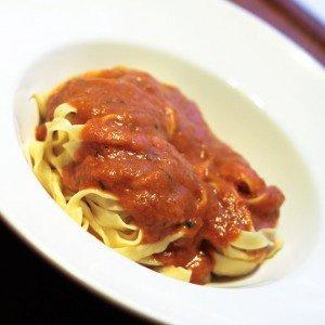 <b>Hjemmelavede flåede tomater og endnu en tomatsovs</b>