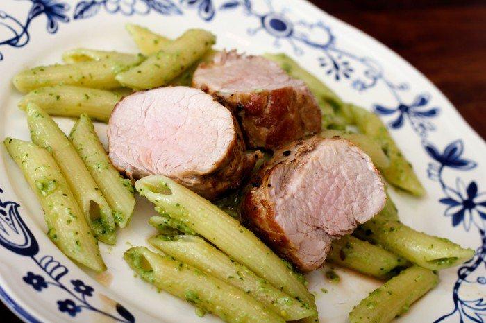 Pesto, pasta og svinemørbrad