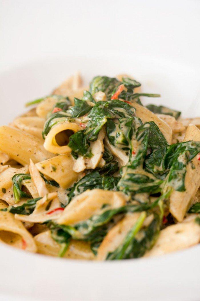 hjemmelavet pasta med kylling og spinat