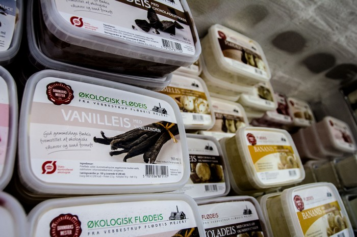 Økologisk fløde is i mange varianter