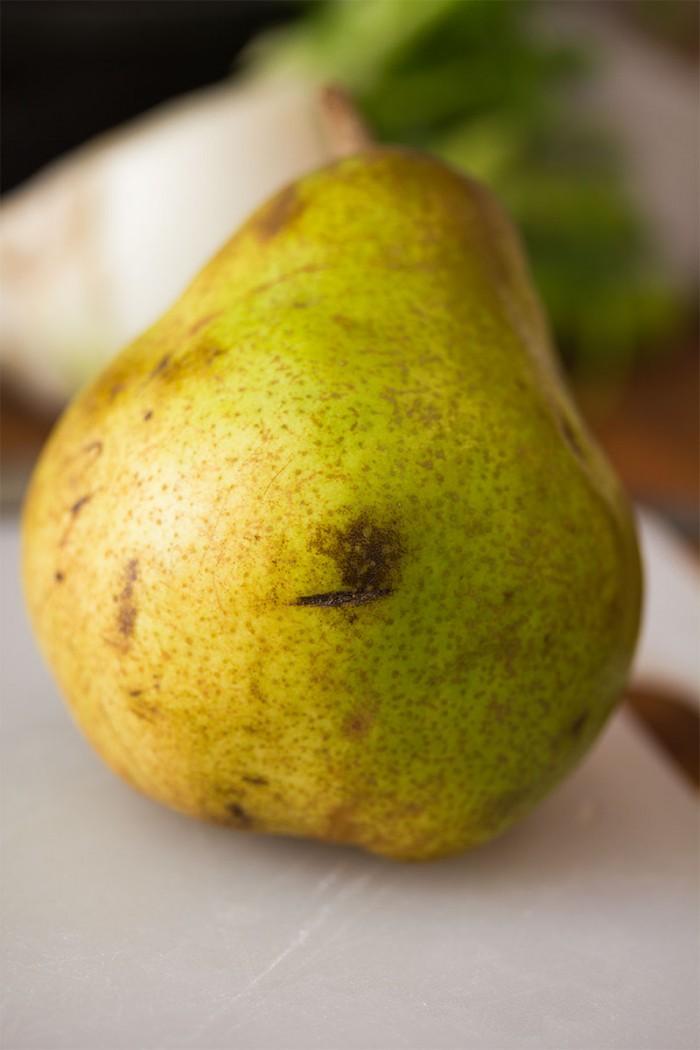 En pære af arten Doyenne de Comice - sød, læskende og herlig - Sød, læskende og herlig