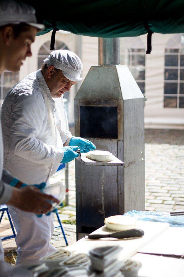Rygeost frisk fra ovn Gundestrup Mejeri og Bryghus