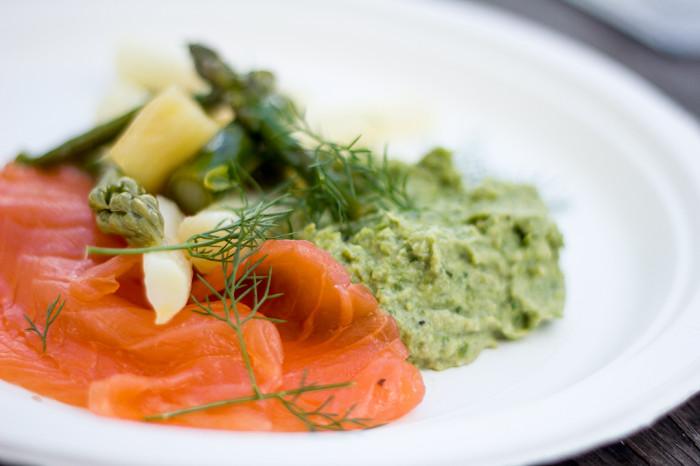Terrine med røget laks og Asparges salat med fermenteret asparges