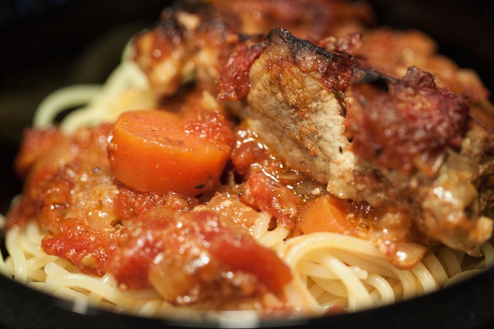 Koteletter i fad med pasta