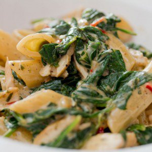 <b>Pasta med stuvet spinat og kylling</b>