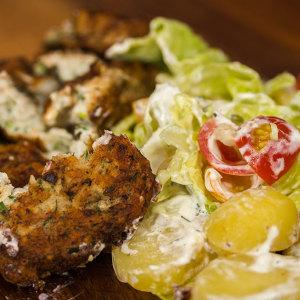 <b>Fiskefrikadelle med dild og væltet kartoffelsalat</b>